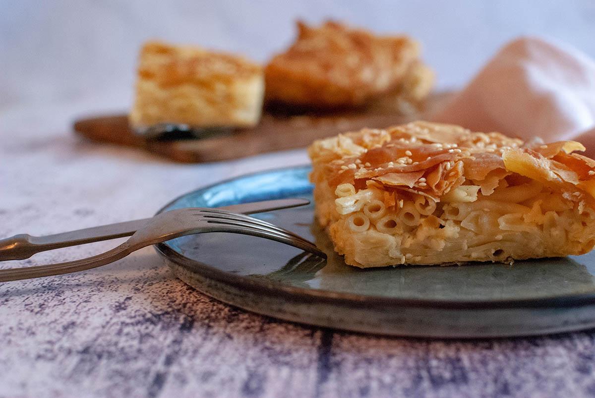 γιαννιώτικη μακαρονόπιτα, πίτα με φύλλο κρούστας και μακαρόνια
