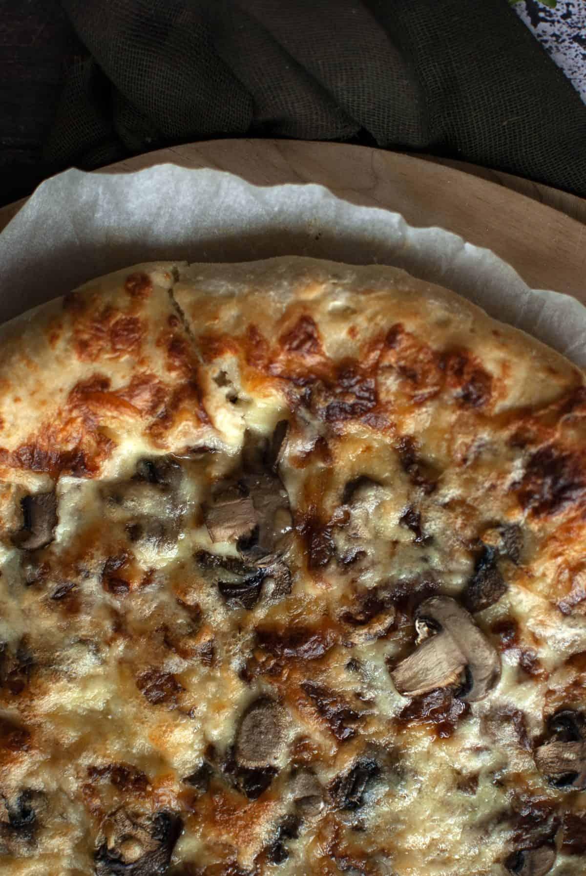 λευκή πίτσα, κατσικίσιο τυρί, λάδι τρούφας, pizza bianca
