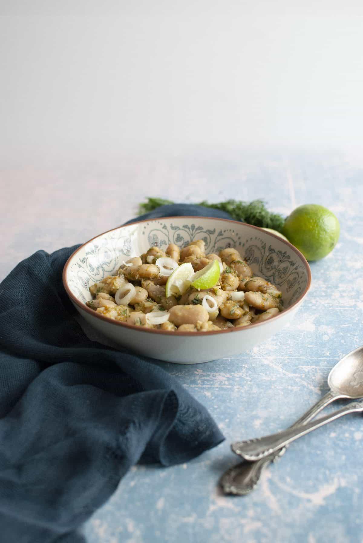 σαλάτα με γίγαντες, αβγοτάραχο και lime