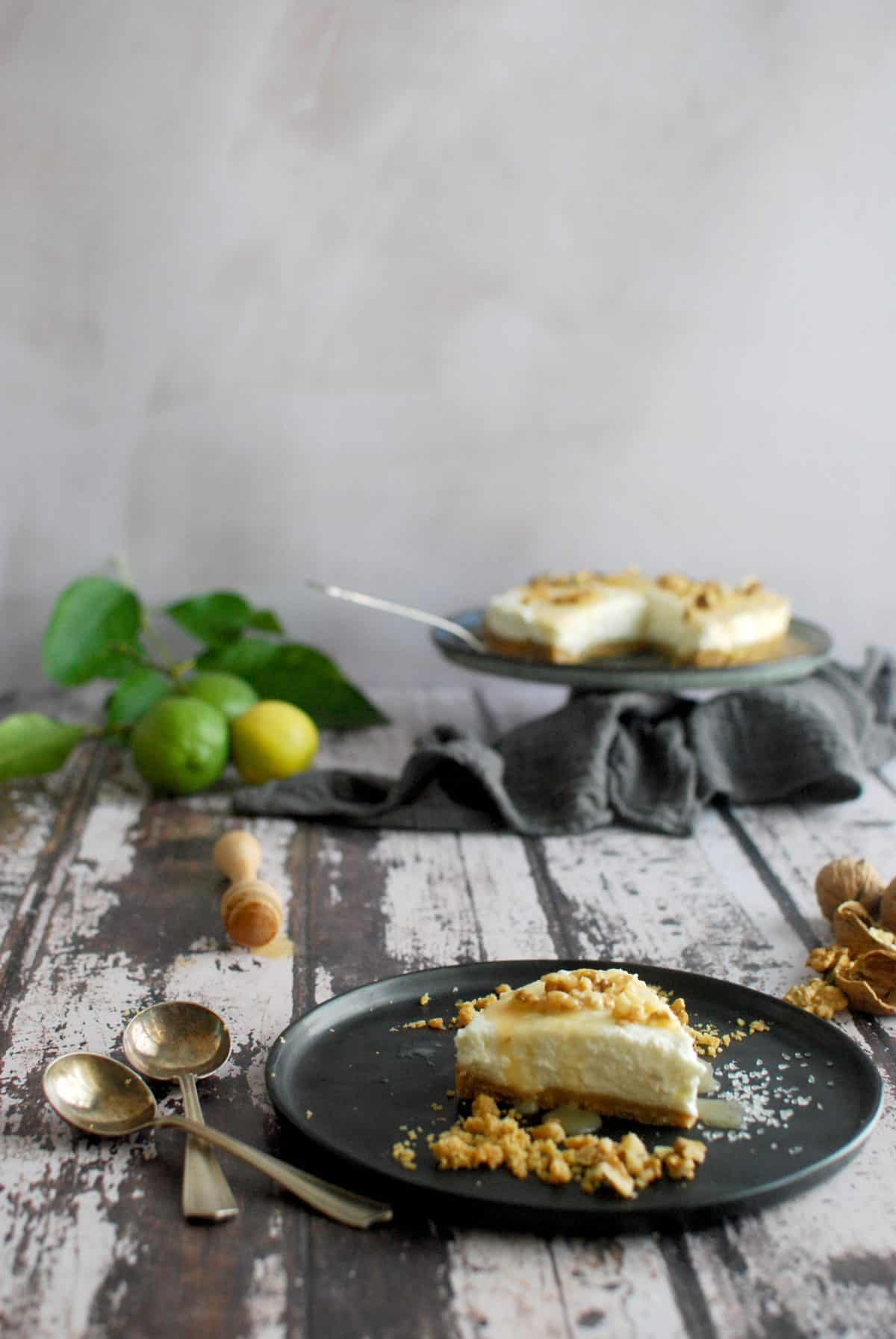 cheesecake με ανθότυρο, μέλι, καρύδια