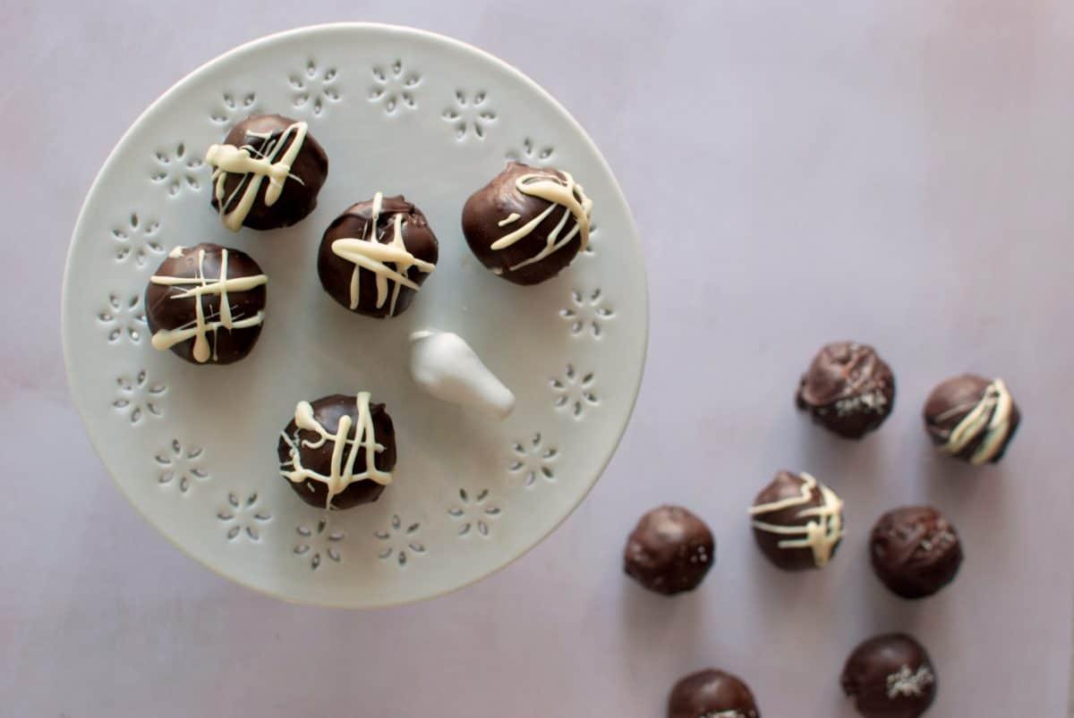 peanut butter balls rice crispy, σοκολατάκια με φυστικοβούτυρο και δημητριακά ρυζιού