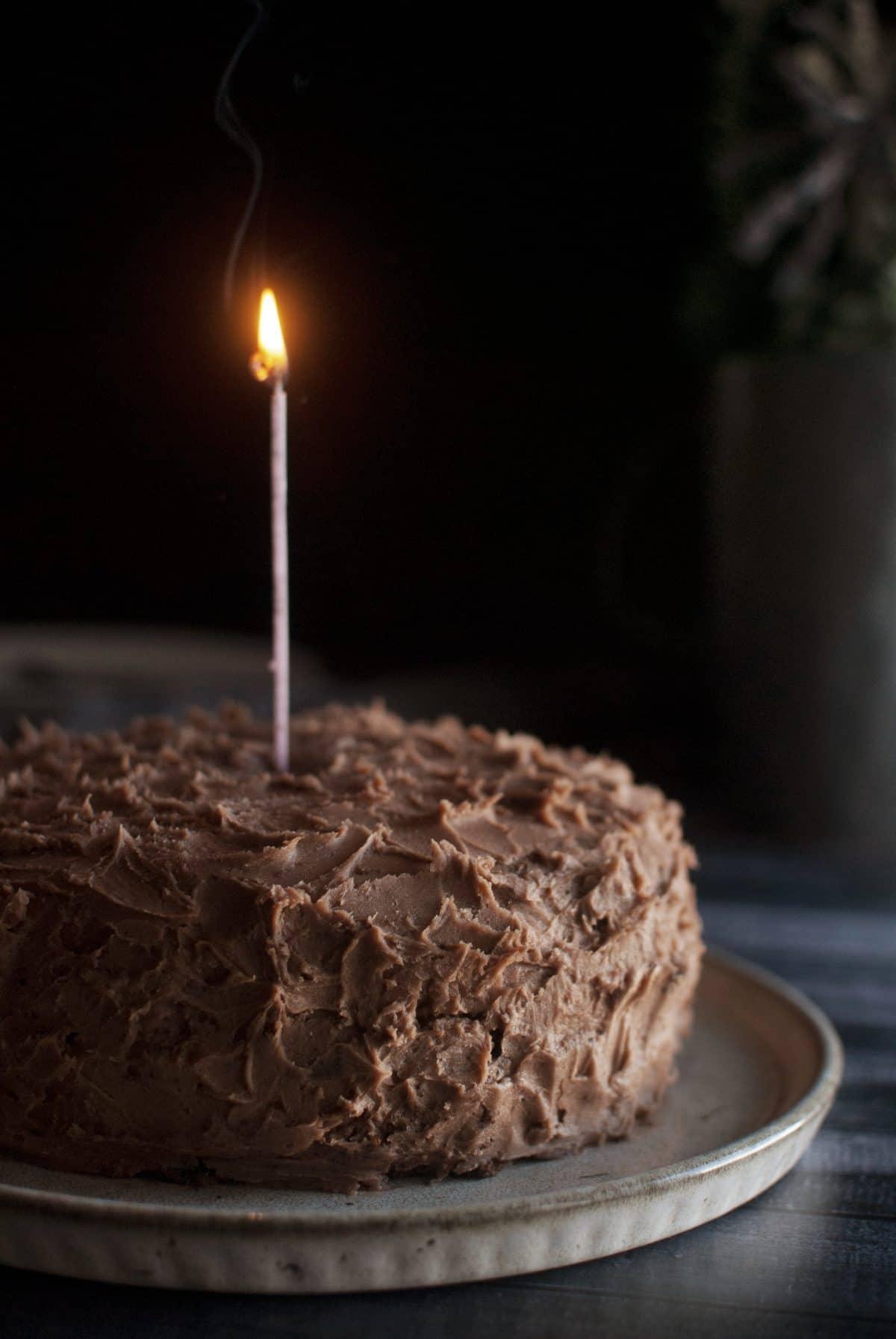 τούρτα σοκολάτας με βουτυρόκρεμα και γκανάζ, chocolate cake