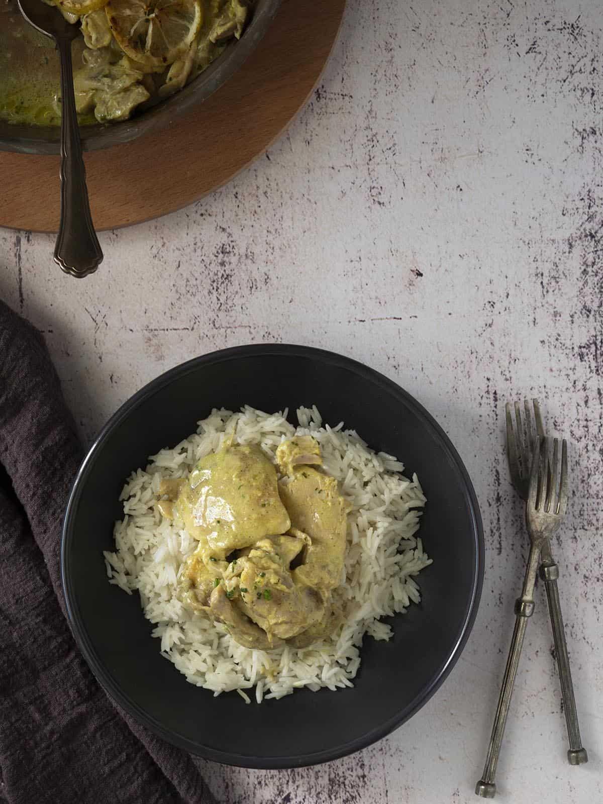 κοτόπουλο με μουστάρδα λεμόνι και σχοινόπρασο