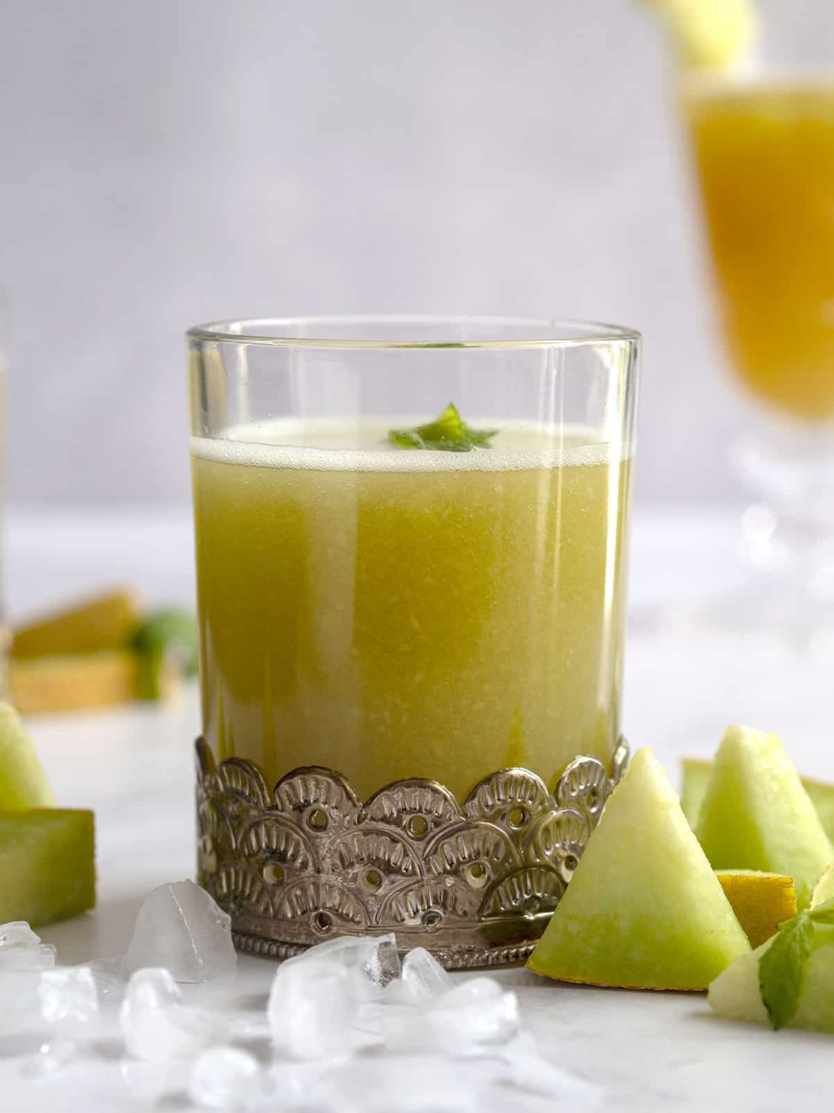 παγωμένο πράσινο τσάι με χυμό πεπόνι
