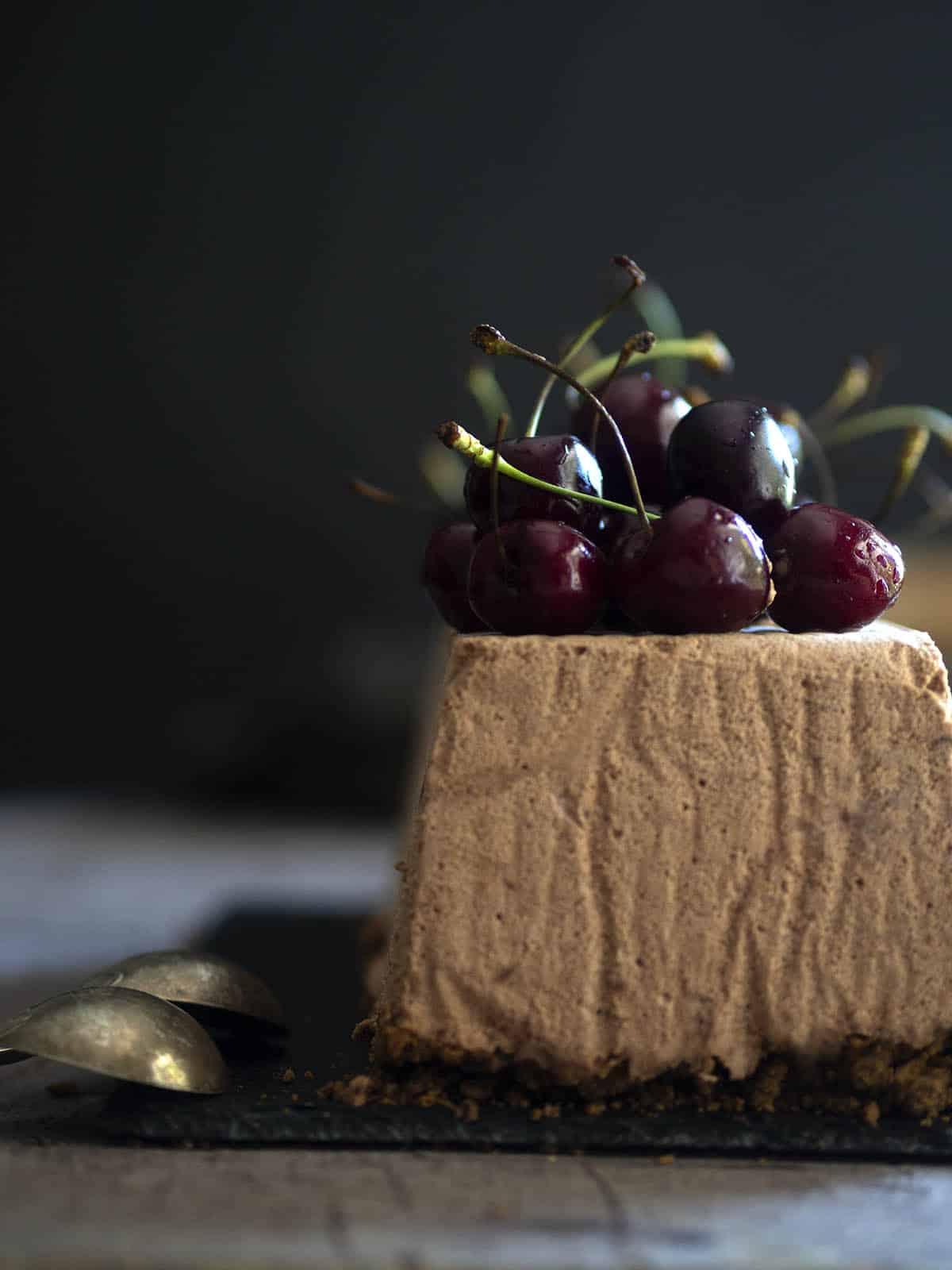 σεμιφρέντο με σοκολάτα και κεράσια