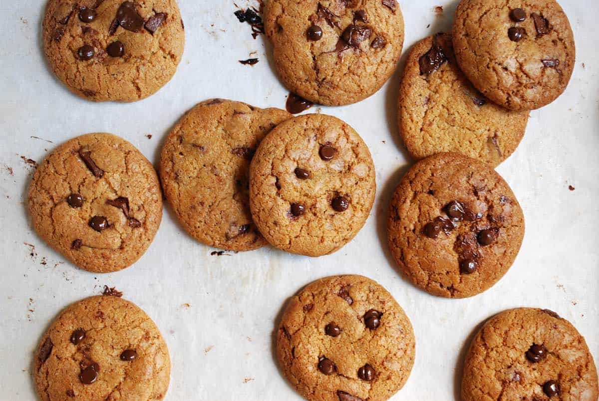 cookies σοκολάτας, μπισκότα με κομμάτια σοκολάτας