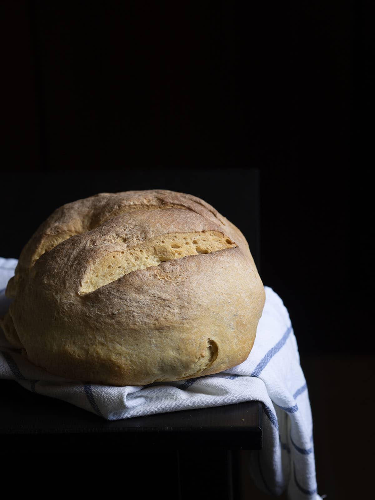 σπιτικό ζυμωτό ψωμία με μαγιά