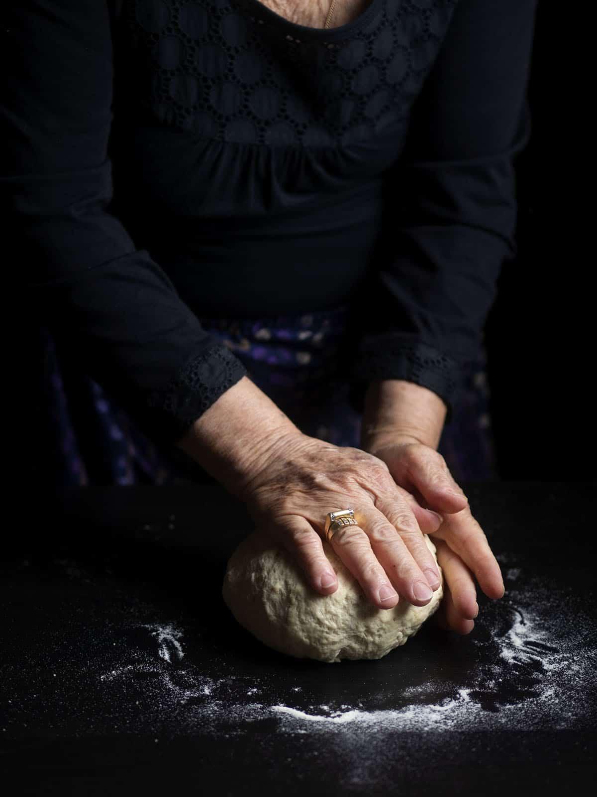 σπιτικό ζυμωτό ψωμί με μαγιά