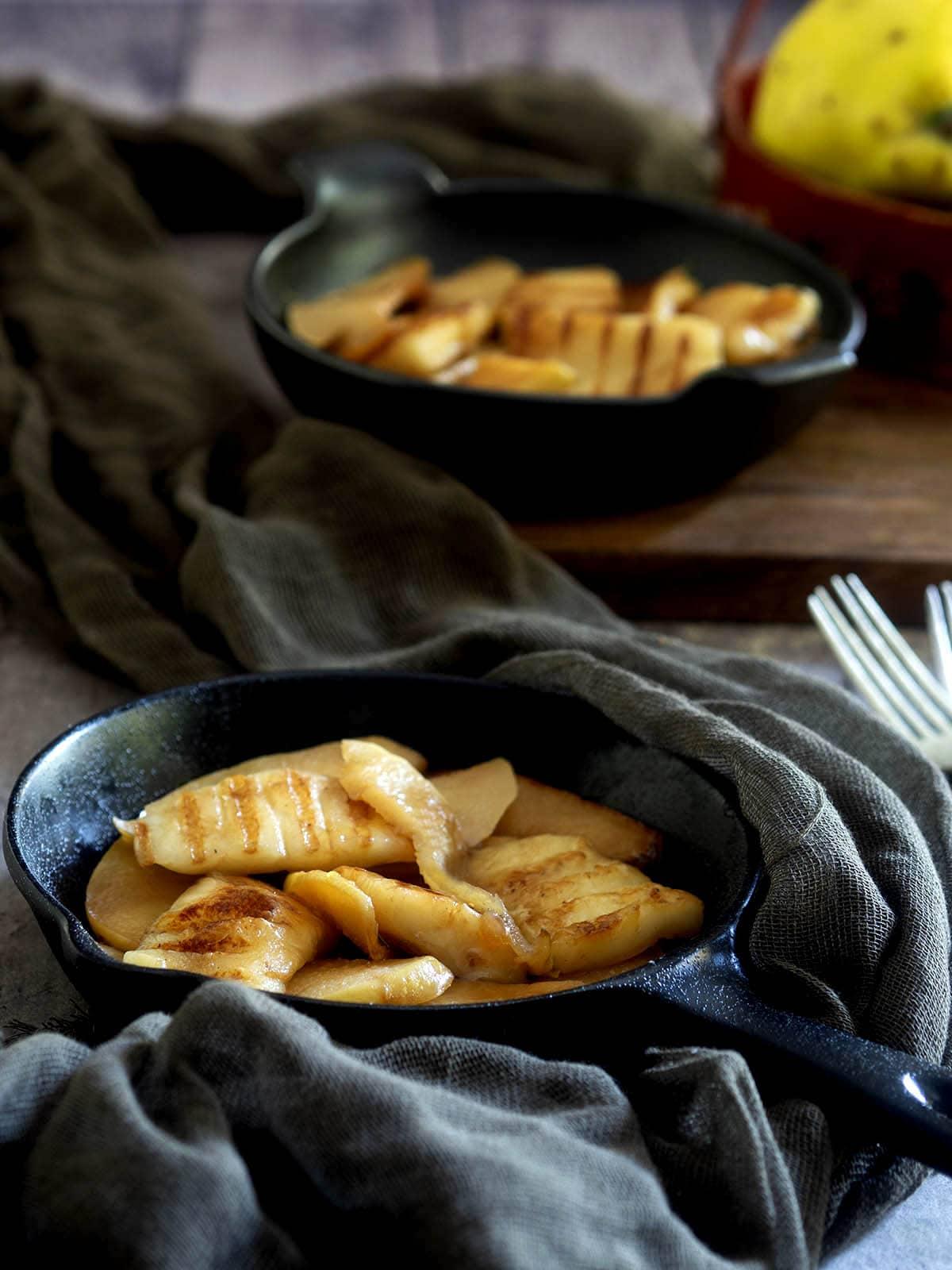 τυρί Μαστέλο σαγανάκι με καραμελωμένα κυδώνια