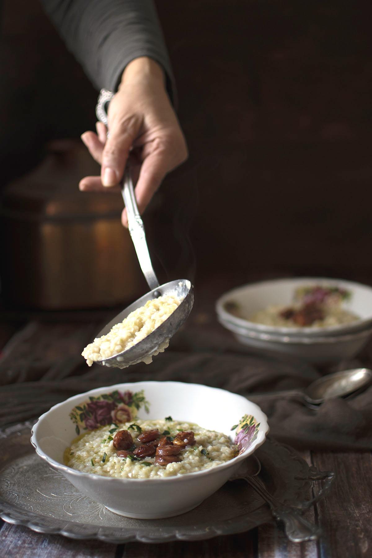 τραχανάς με λουκάνικο τσορίθο και λάδι τρούφας