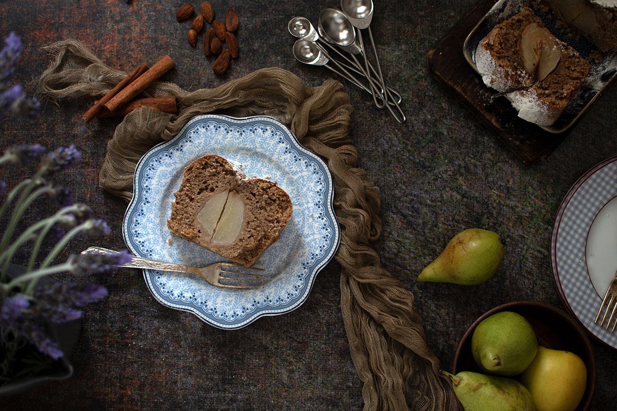 νηστίσιμο κέκι με αχλάδι, αμύγδαλα, κανέλα, τζίντζερ, vegan cake