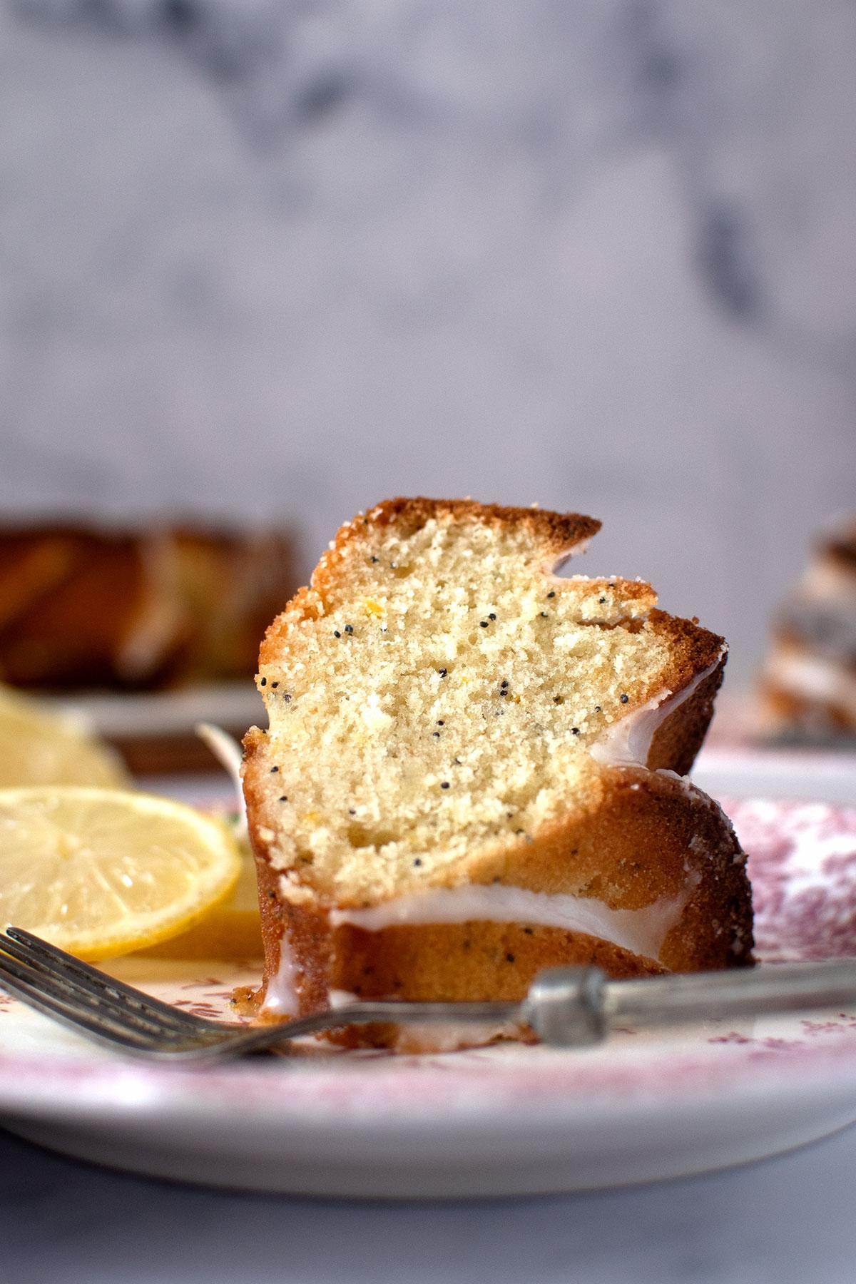 ζουμερό, αφράτο κέικ λεμονιού με γιαούρτι