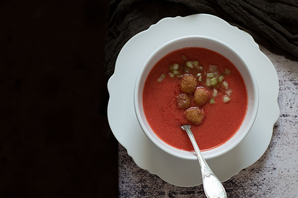 Κρύα σούπα ντομάτας (γκασπάτσο)