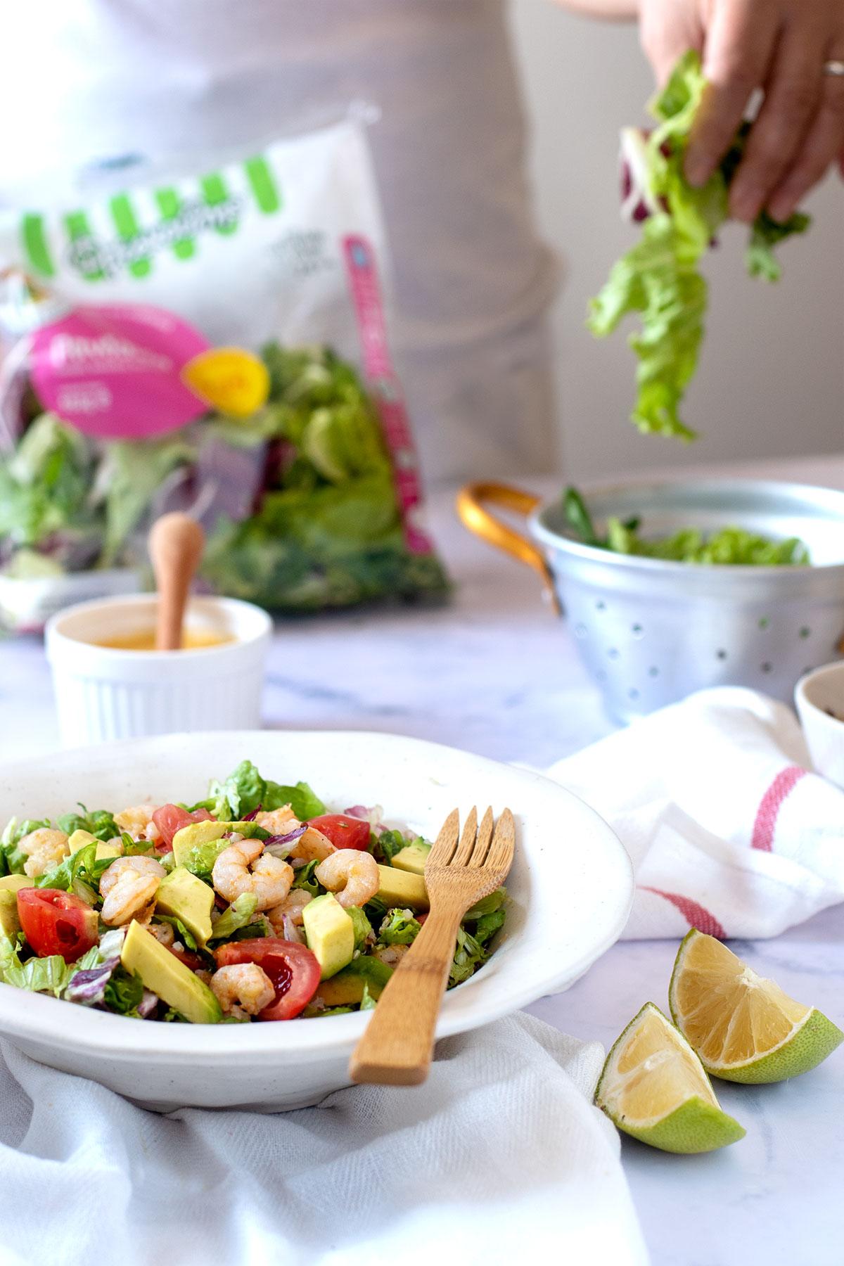 Σαλάτα με γαρίδες, κινόα & dressing μάνγκο