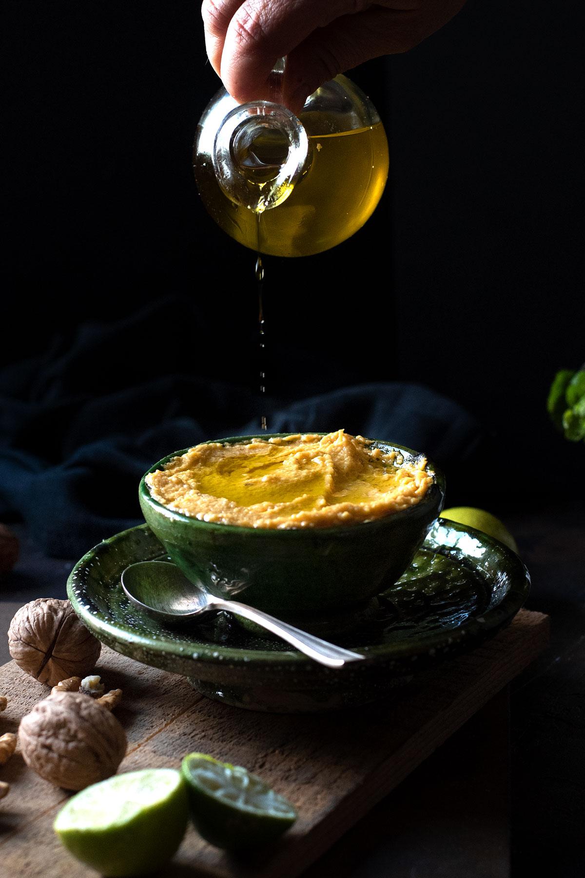 σπαγγέτι με πέστο κίτρινης κολοκύθας και μπέικον