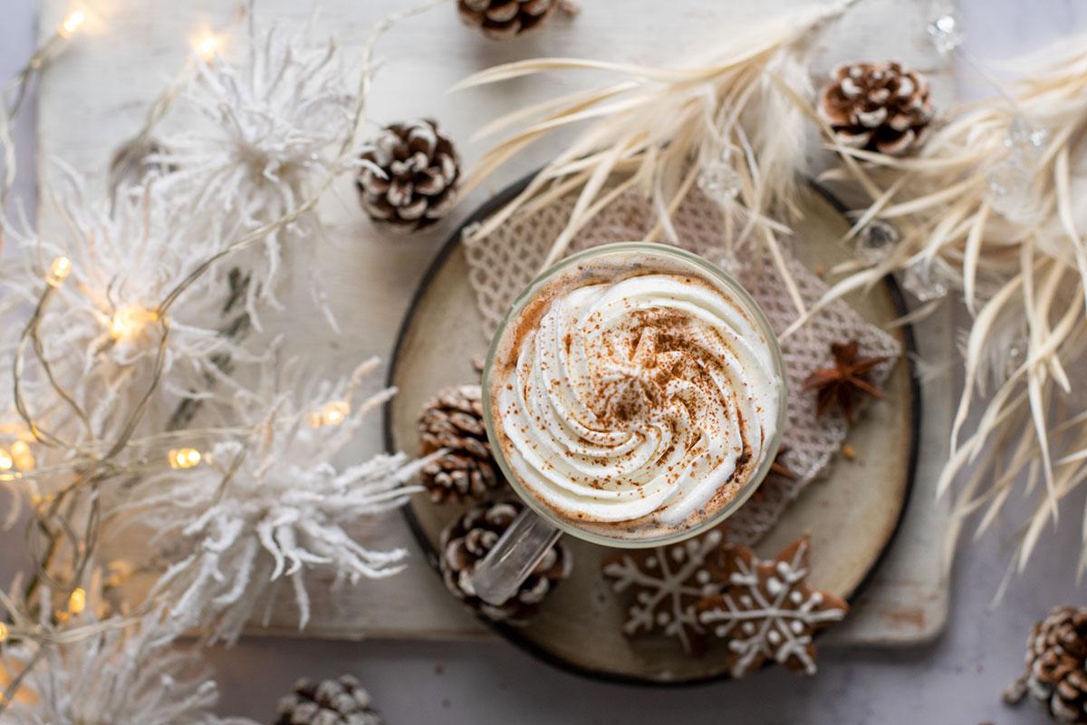 ρόφημα λευκής σοκολάτας με μπισκότο