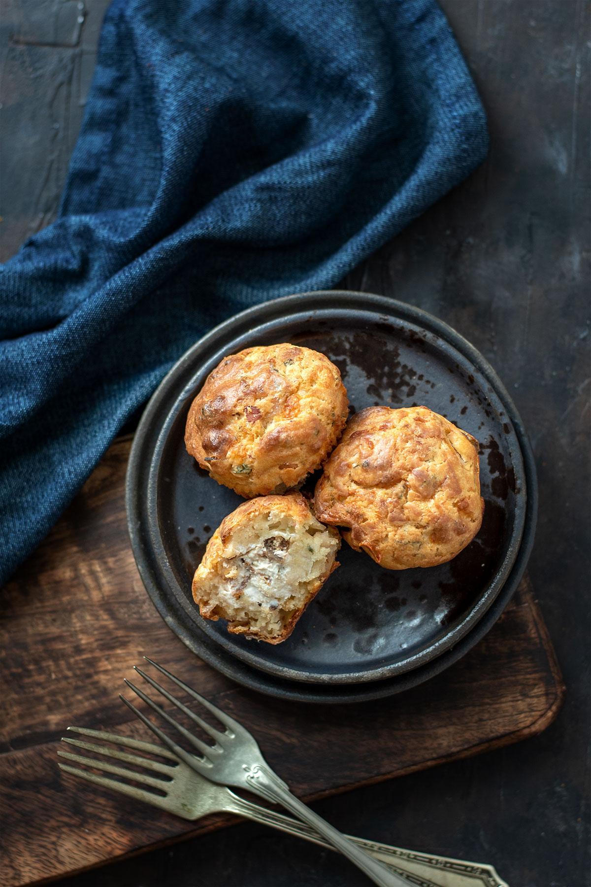 αλμυρά muffins, μάφινς γεμιστά με τυρί κρέμα