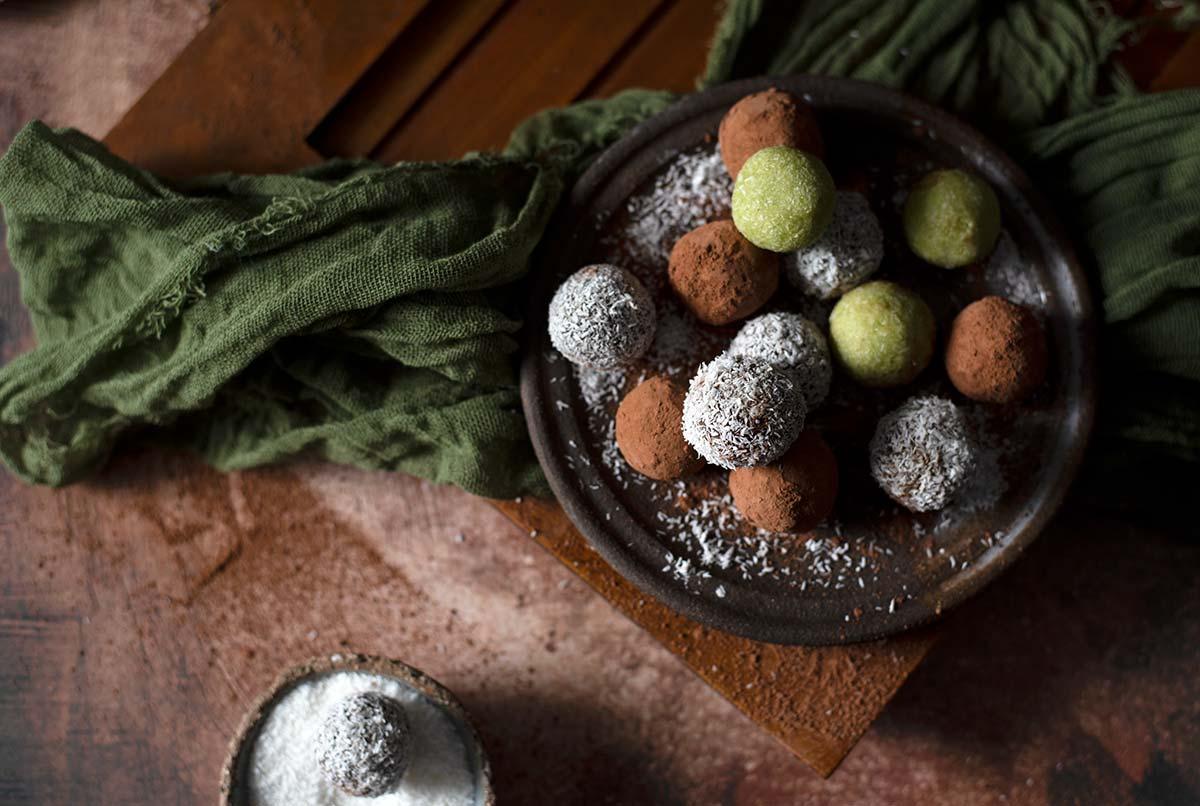 τρούφες αβοκάντο νηστίσιμες, σοκολατάκια, vegan