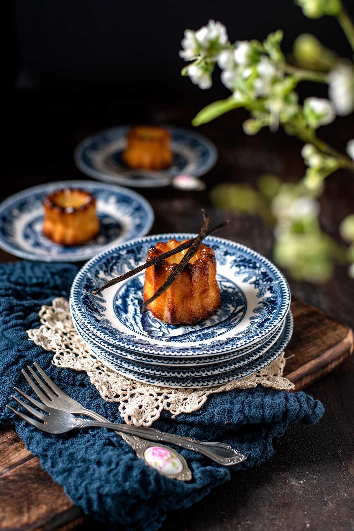 γαλλικό γλυκό, caneles, κανελέ
