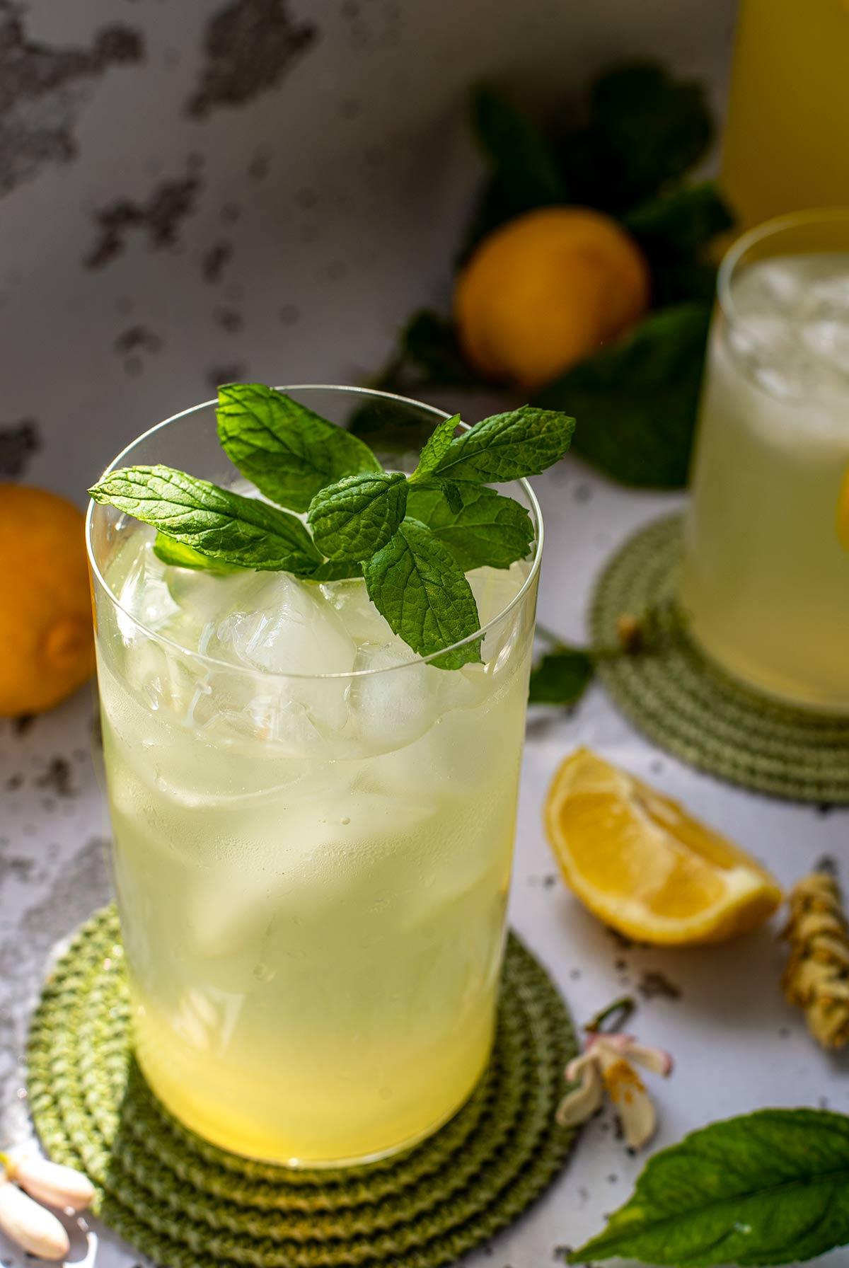 σπιτική λεμονάδα, τσάι του βουνού, συμπυκνωμένη